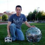 Un robot sphérique qui grimpe sur les obstacles