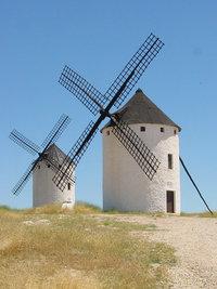 Moulins à vent dans la région de La Mancha, Espagne.