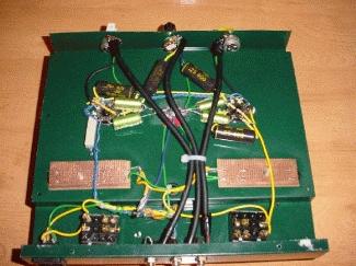 Détail des supports des tubes et des condensateurs de découplage