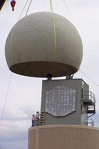 Installation de l'antenne d'un ancien radar SPY-1A de la US Navy au National Severe Storms Laboratory, Norman, Oklahoma