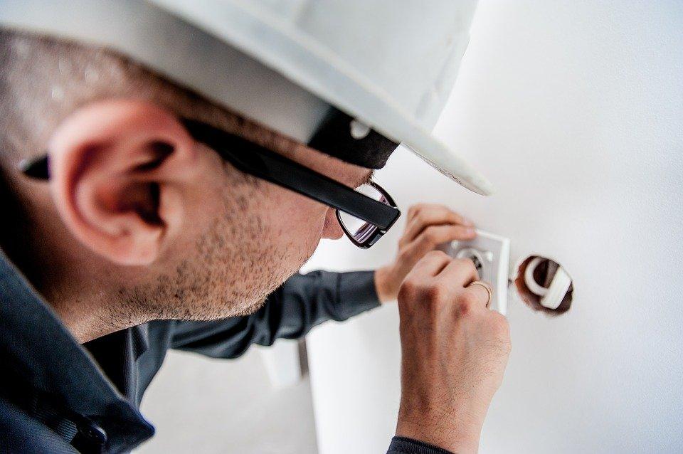 Electricien – le professionnel qui assure la sécurité de votre logement